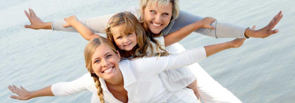 Tochter, Mutter und Oma haben gemeinsam Spaß
