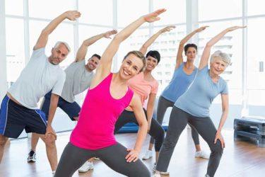 Gruppe beim Stretching